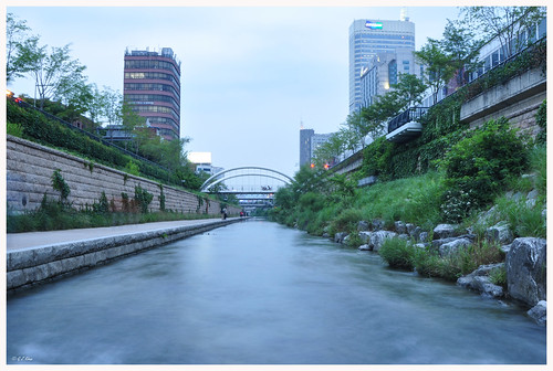 A view of Cheonggyecheon stream | by GZ Khan
