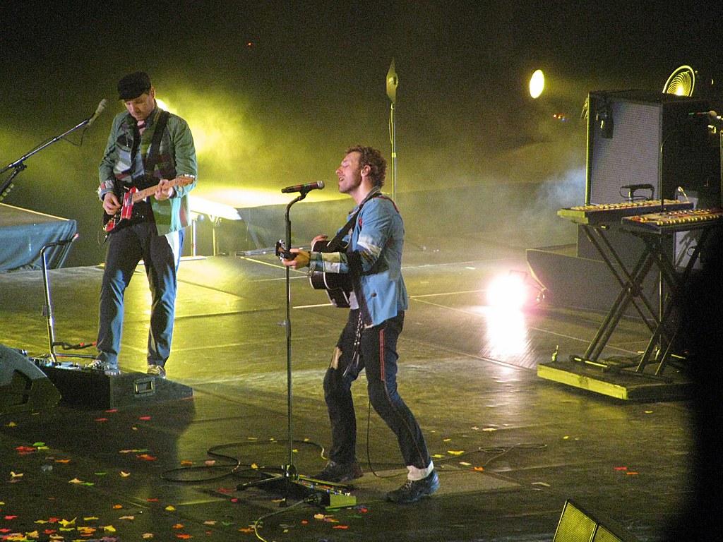Coldplay Viva La Vida Tour In Singapore 09 Chris Martin Katelyn