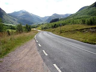 035 Korte stop langs de weg naar beginpunt An Steall trail