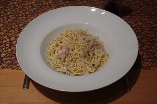 Spaghetti alla gricia (= Spaghetti mit Lardo, Parmesan und Pfeffer)