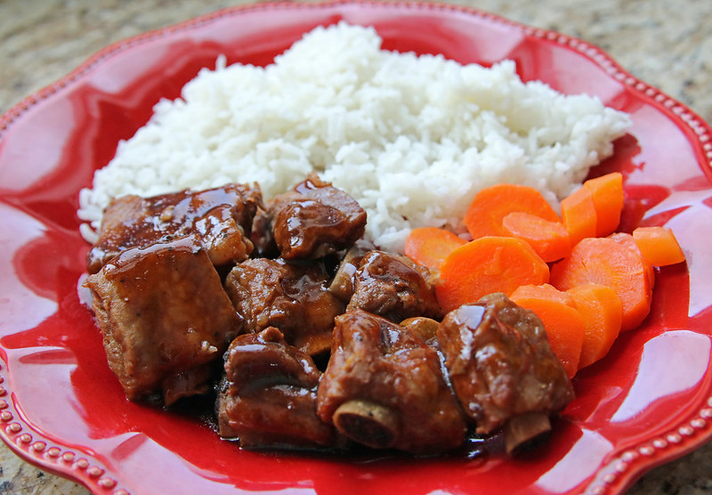 In less than 45 minutes, these Instant Pot sweet and sour spareribs can be on your plate for dinner. Fall-off-the-bone tender and full of flavour. #InstaantPot #PressureCooker