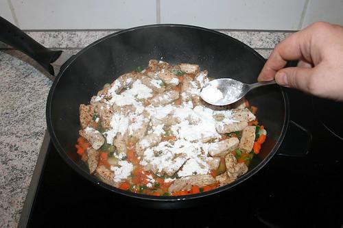 32 - Mit Mehl bestäuben / Dredge with flour
