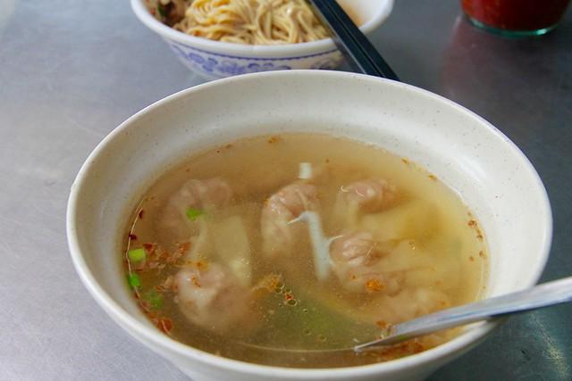 宜蘭菜市場的一碗餛飩湯