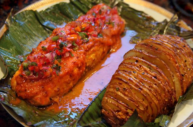 Salmon a la hoja de bananero con salsa de maracuya (40)