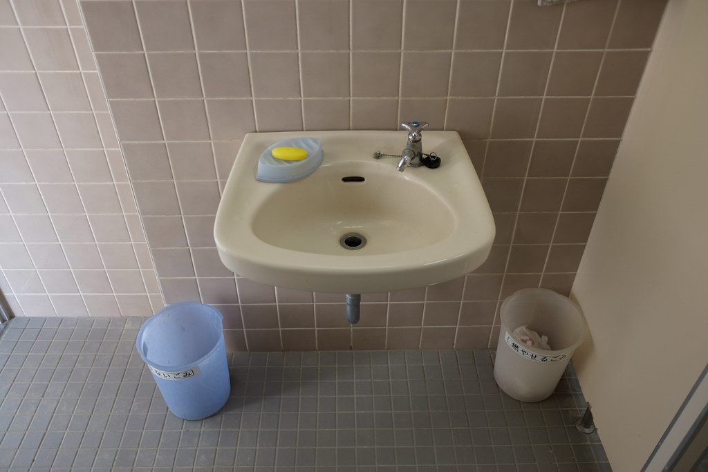 学校の洗面所 2017/03/10 X7006443