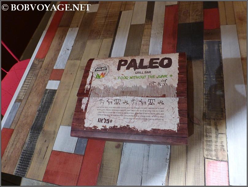 הקופסה עם מנת סלייס אנטרקוט בדוכן פליאו ב- שוק אלנבי רוטשילד
