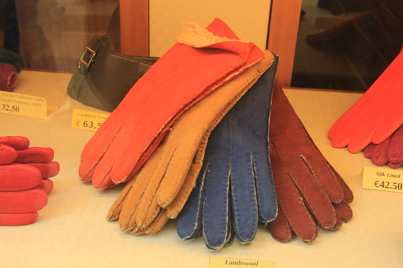 Donnini family leather gloves at Madova