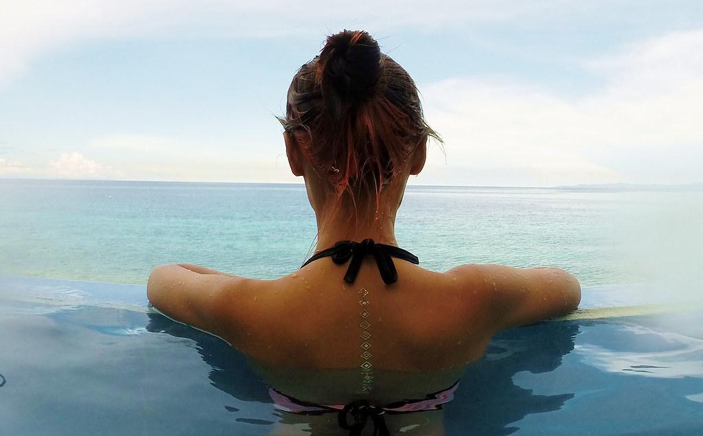 seafari resort infinity pool