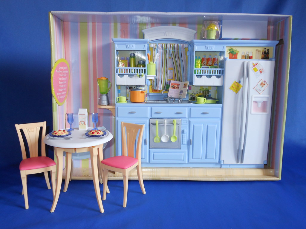 2005 Barbie Decor Collection Kitchen Set By Earinna