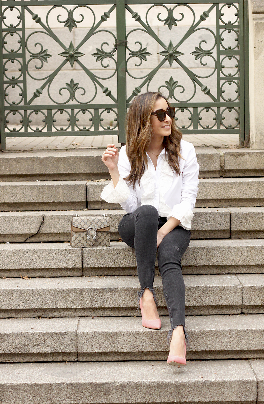 White ruffled shirt pink heels black jeans uterqüe gucci bag céline outfit style11