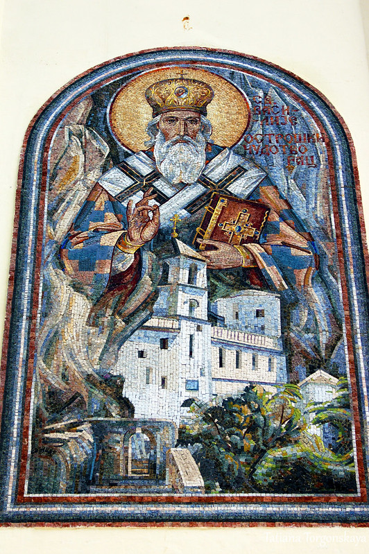 Мозаика над входом