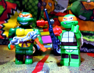 "LEGO TEENAGE MUTANT NINJA TURTLES :: ""Mikey's Mini-Shellraiser"" xi / ..with MEGA BLOKS TMNT Mike '03 (( 2014 ))"