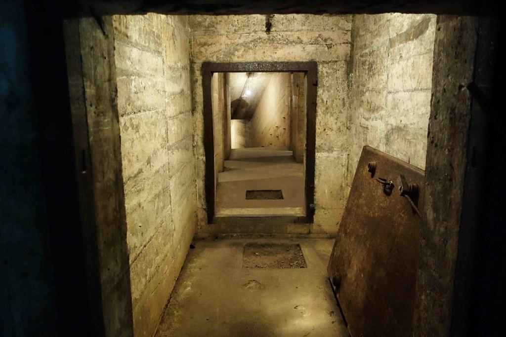 Cat Ba - Hospital Cave 1