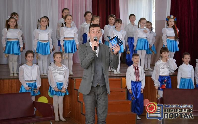 Гості ток-шоу вокально-інструментальний ансамбль Ложкарі копия