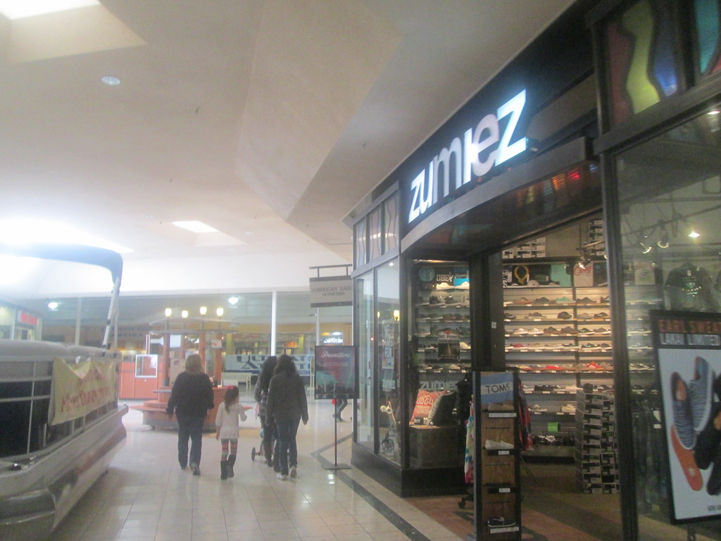 Zumiez - Zumiez By Random Retail Zumiez By Random Retail