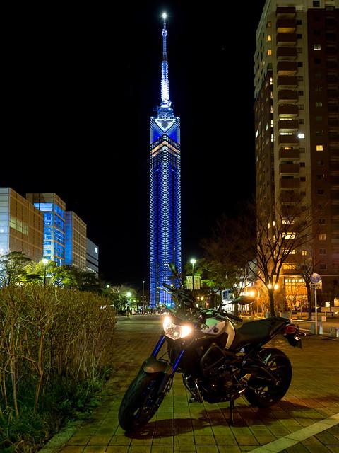 福岡タワーとMT-09