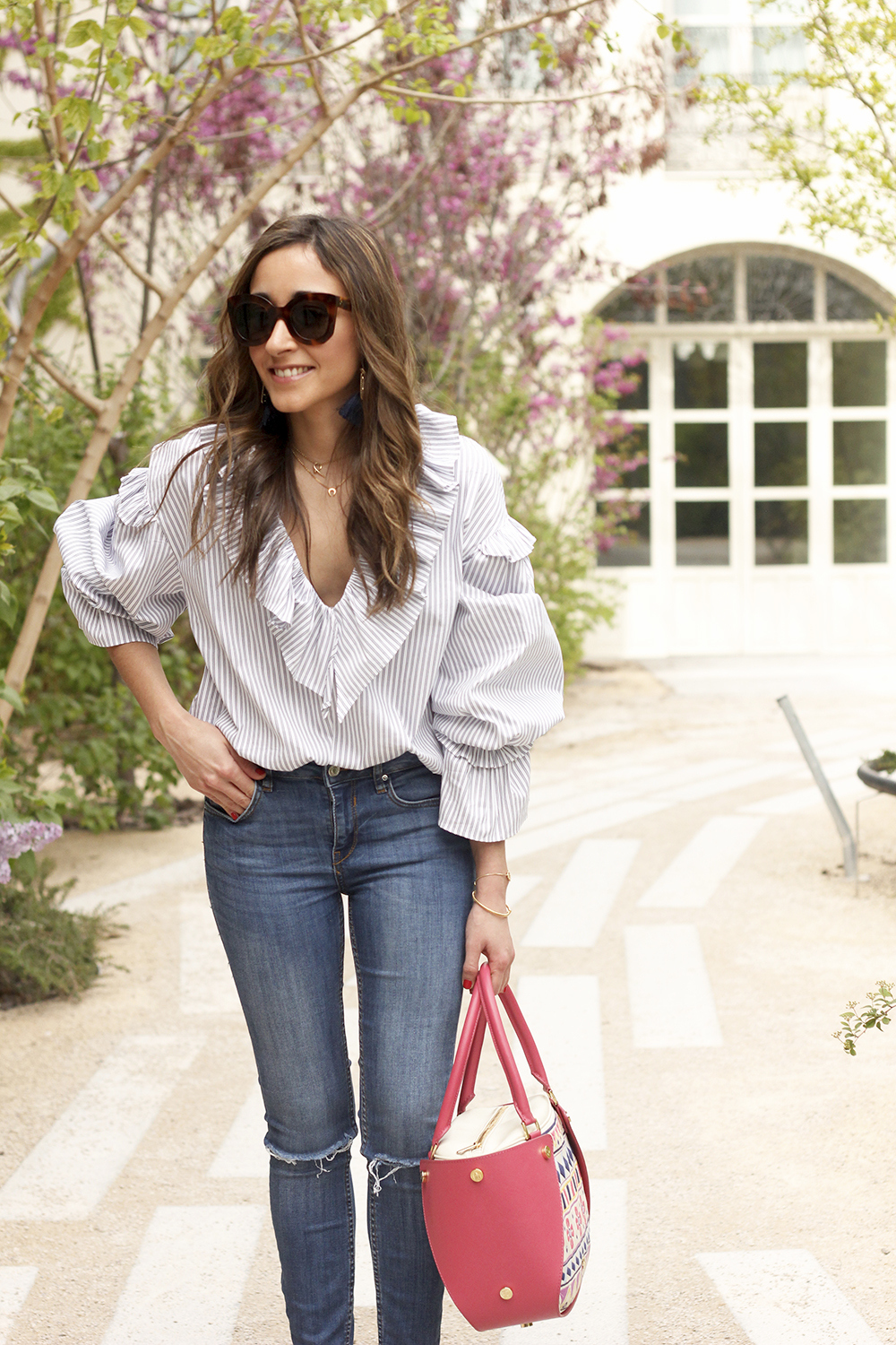Ruffled striped shirt jeans céline sunnies sandals pamapamar bag accessories spring outfit style fashion08