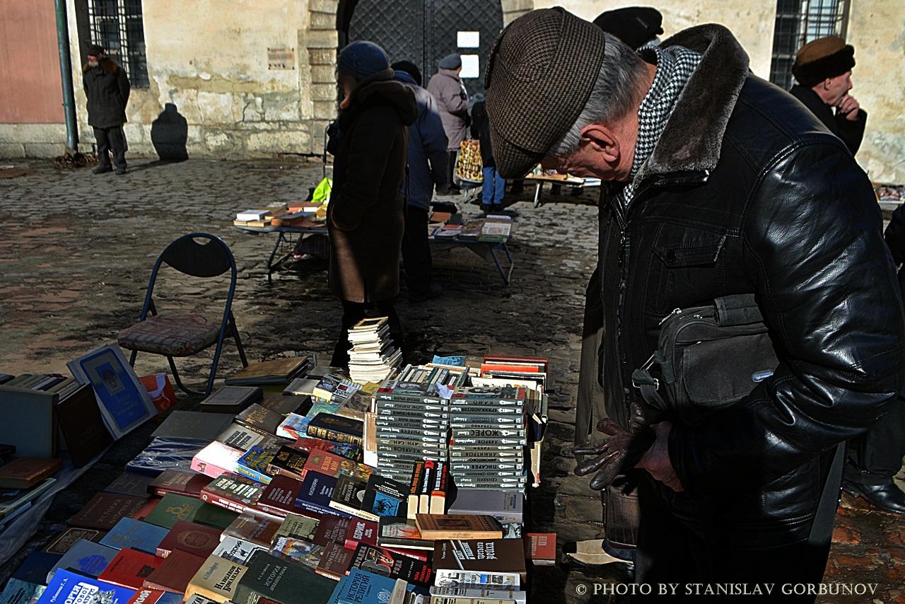Докатились! Как во Львове распродают книги с орденами! baraholka16