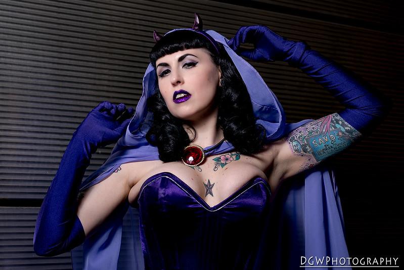 Bombshell Raven