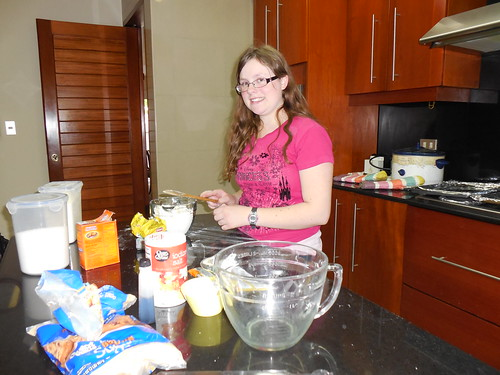 Marissa baking chocolate chip cookies in Lima (2)