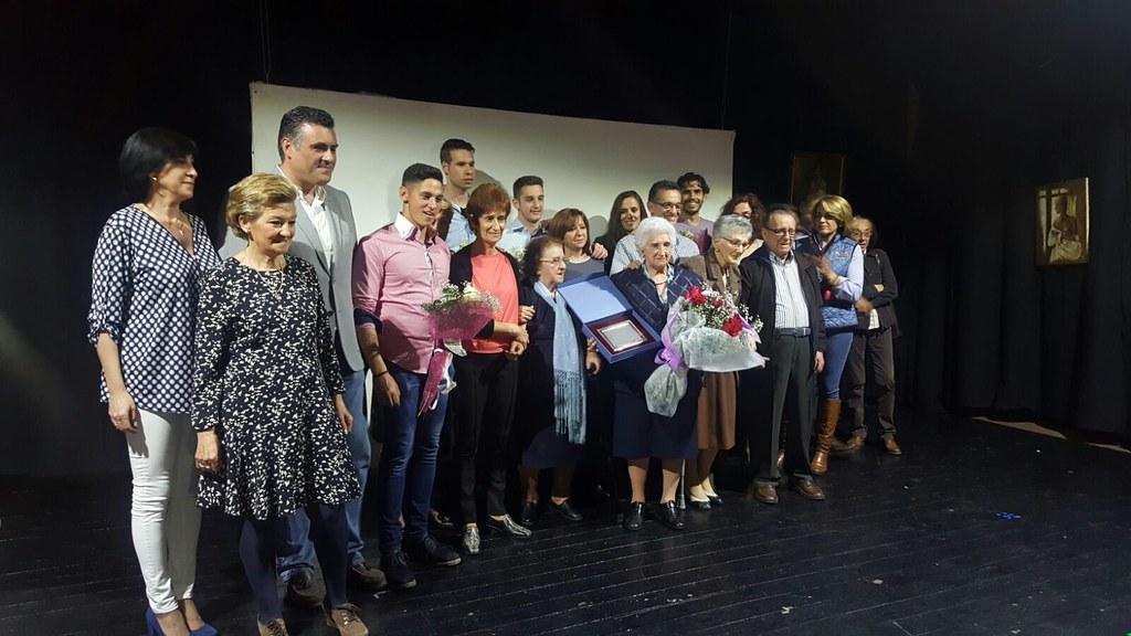 La Asociación de Mujeres de Coria y Comarca y de Amas de Casa homenajea a Dña. Juana Montero