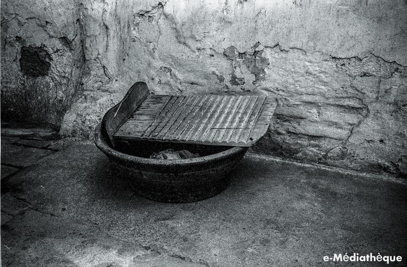 Casa donde falleció Baltasar Elisio de Medinilla (Plaza de Santa Teresa) fotografiada en en agosto de 1965. Fotografía de Jacques Revault © e-Médiathèque | Médiathèque SHS de la Maison méditerranéenne des sciences de l'homme