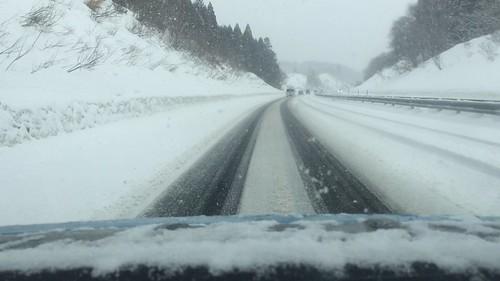 雪の秋田自動車道(日産リーフの車窓から)