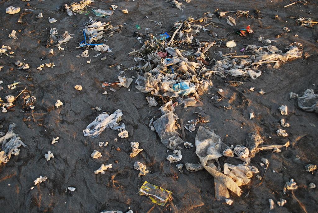 Bali | roskainen ranta.