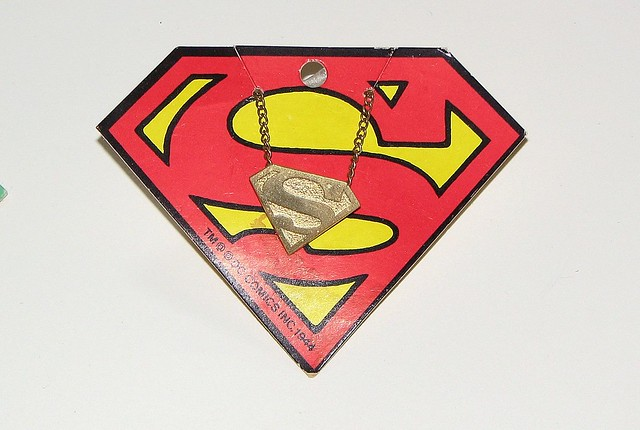 superman_sshieldpendant