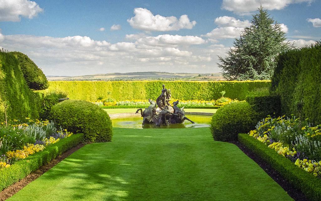 ... Water In English Gardens (24 Of 33) | Venus Fountain, Ascott House  Gardens
