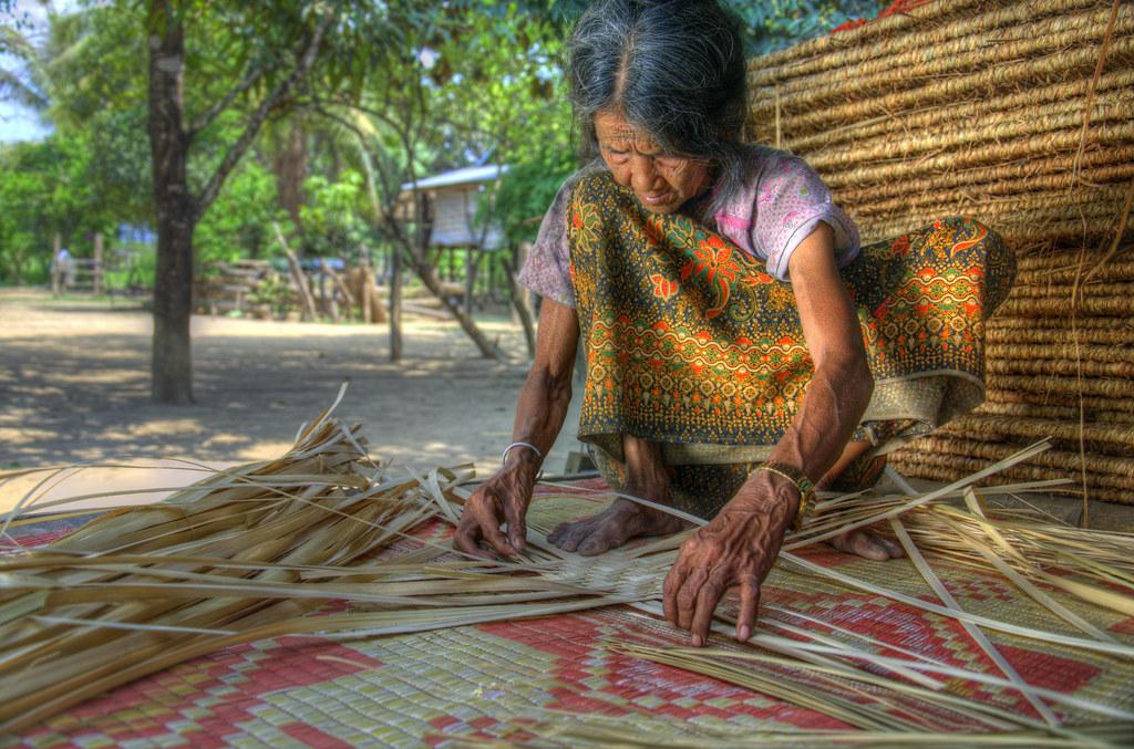 Mat Weaving - ត្បាញ កន្ទេល នៅ រតនគីរី