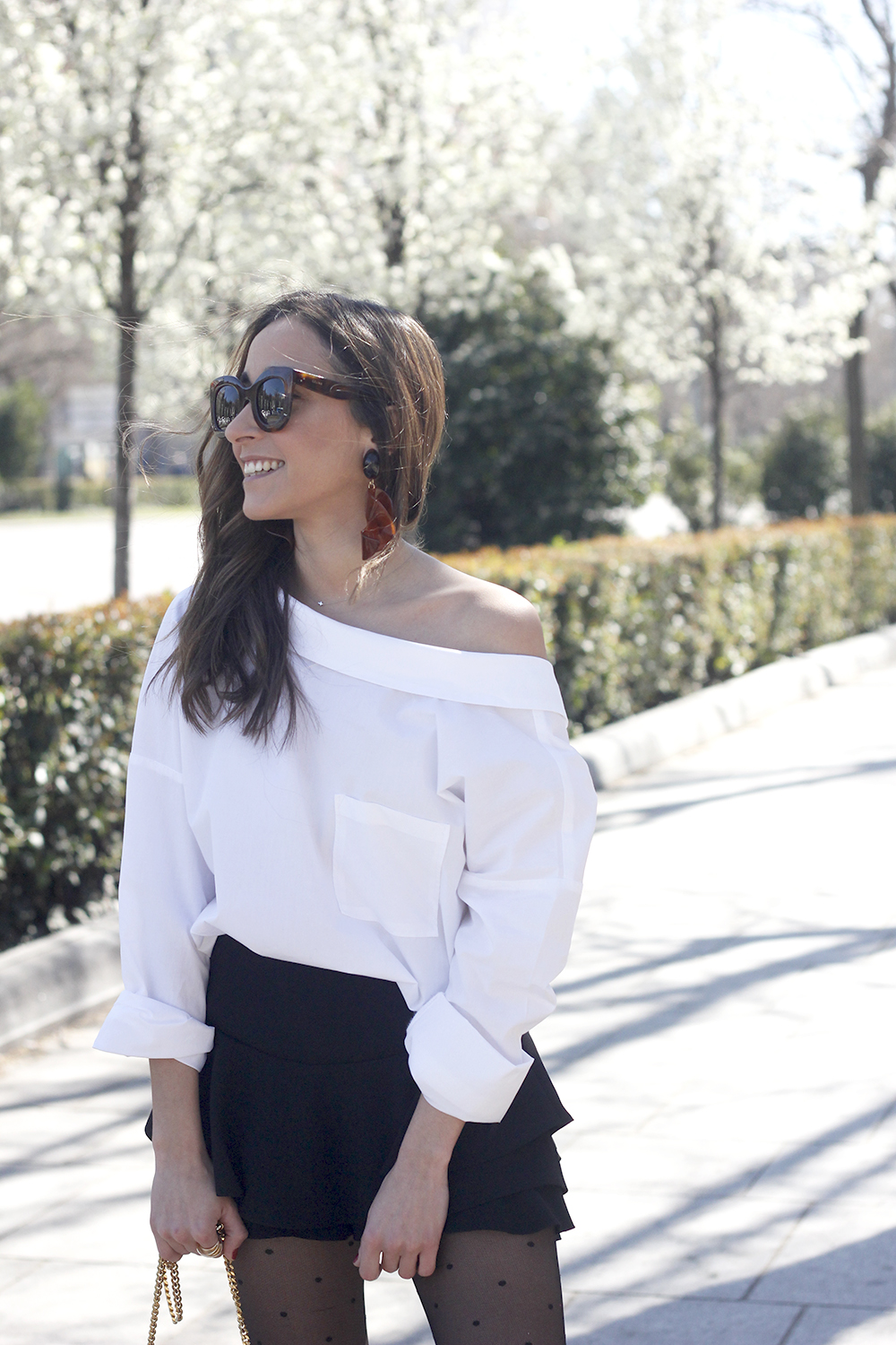 Ruffled shorts white shirt saint lauren bag céline outfit style06