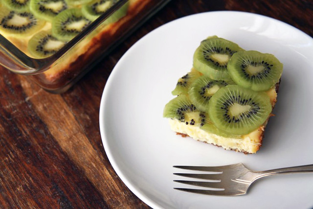lemon-and-kiwi-cheesecake-bars