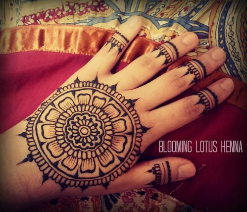 Mehndi Fingers Rating : Petal mandala henna w finger accents