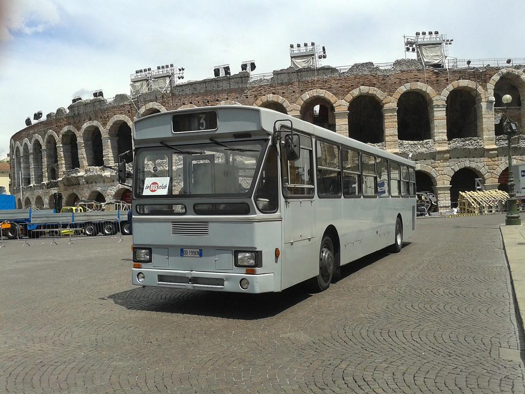 Autobus con allestimento ufficio e aula mobile inbusclub for Allestimento ufficio