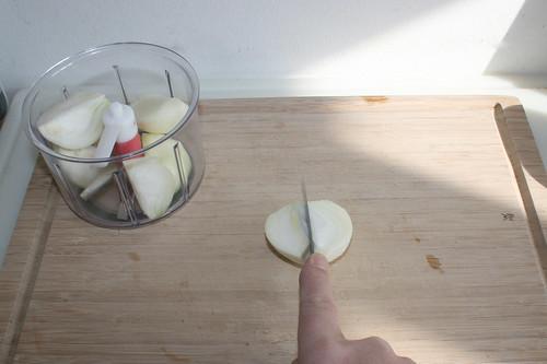 20 - Zwiebel schälen & vierteln / Peel & quarter onion
