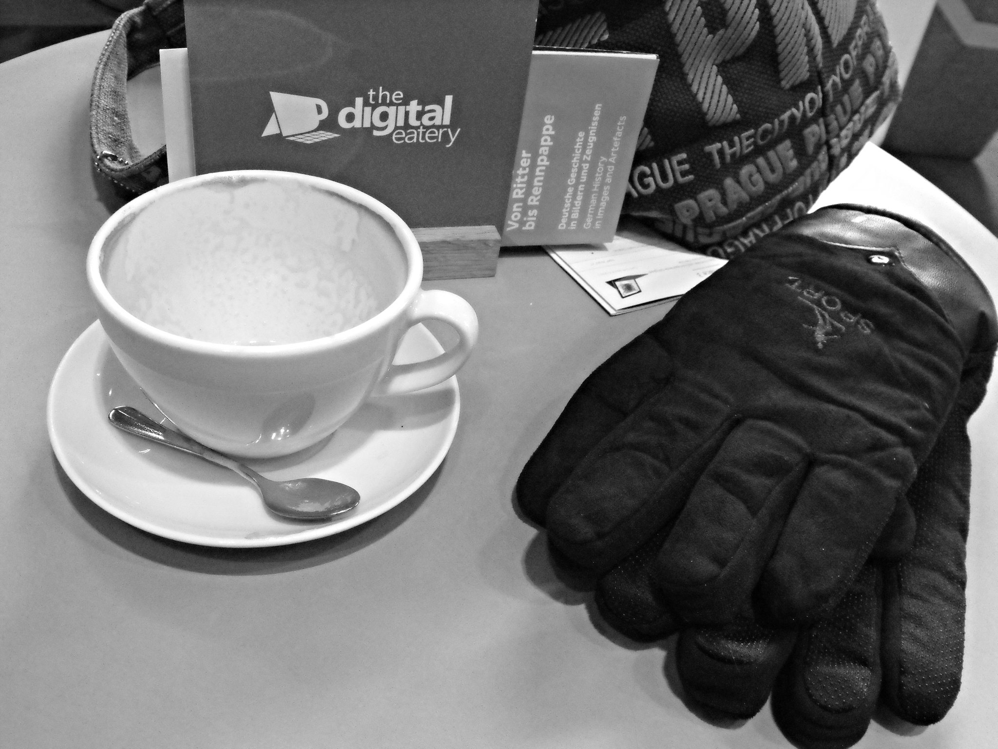 Cappuccino gloves