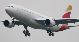 AIRBUS A330-202 LEVEL F-WWYD MSN1777 (EC-MOU) A L'AEROPORT TOULOUSE-BLAGNAC LE 24 03 17.