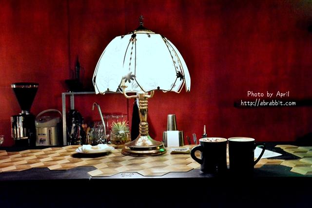 台中酒吧|洞穴The Cave-一個充滿藝術且自由般放氣息的神秘咖啡館兼酒吧(已搬遷)