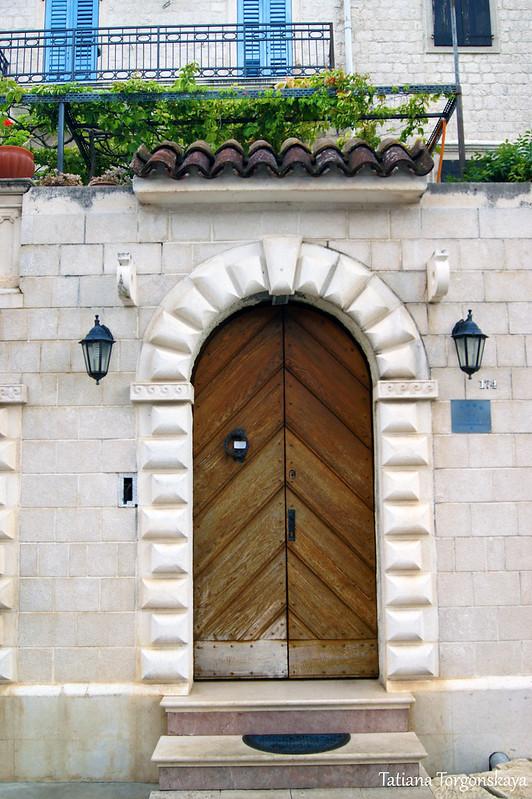 Двери одного из домов