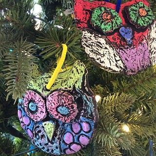 More awesome #art -- these are #owls from Kaechele Elementary in #henrico #rva --The kids learned lots of facts about owls. #gardenfest #nofilter #education | by lewis.ginter