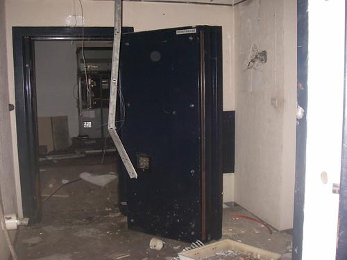 porte d 39 une salle forte avant de voir la salle des coffres flickr. Black Bedroom Furniture Sets. Home Design Ideas