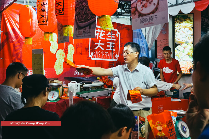 Singapore 2017: Chinatown Bazaar - Red Packets At The Peanut Stall