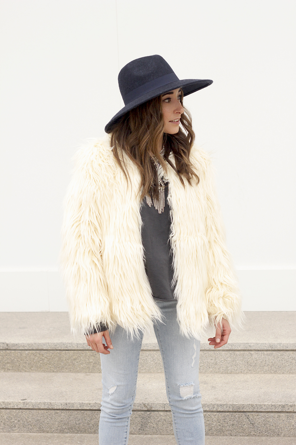 Faux Fur white coat jeans uterqüe heels navy hat coach bag style fashion02