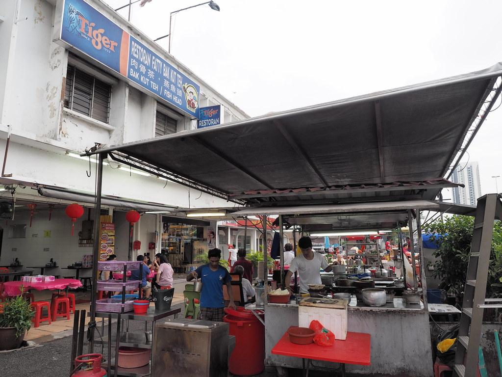 Fatty Bak Kut Teh & Fish Head kitchen.
