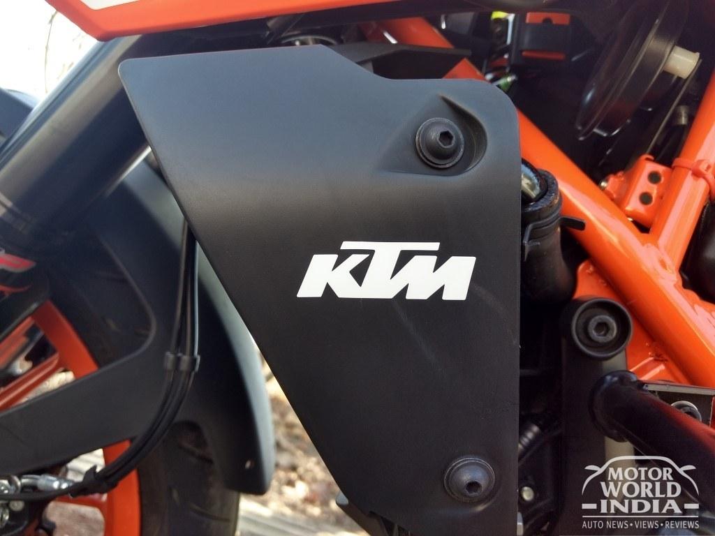 2017-KTM-Duke-390 (76)