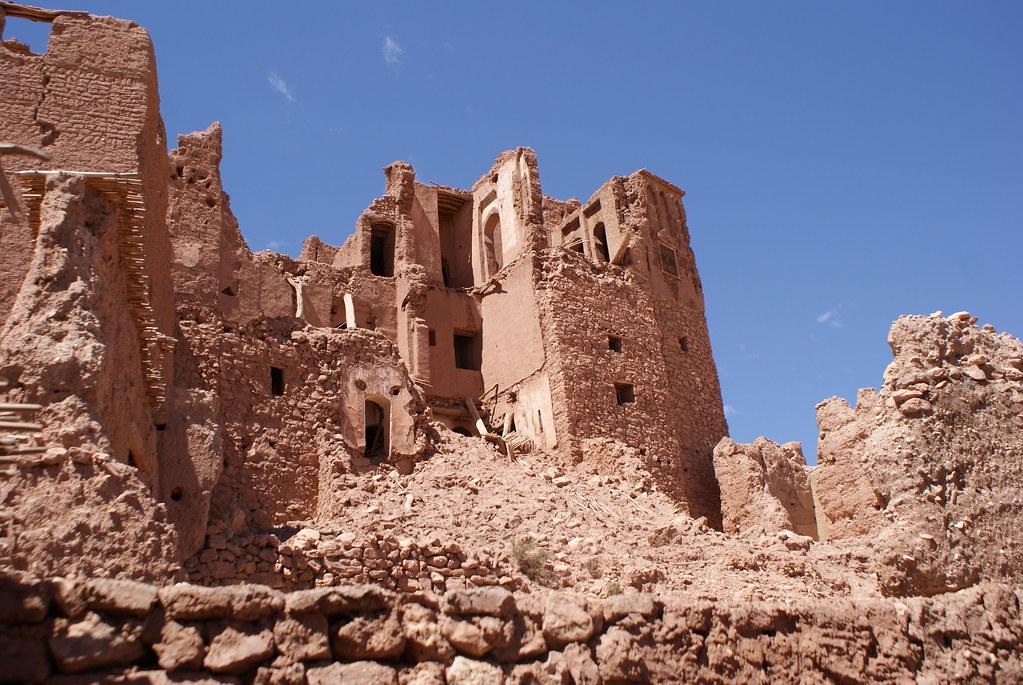 Partie en ruine du village d'Ait Ben Habbou au Maroc.