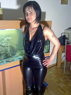 Shiny Black Lady 7 Hier Zeigt Sie Uns Ein Neues Outfit
