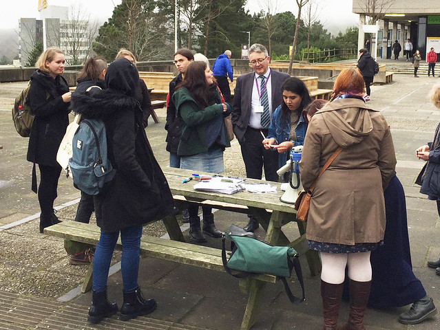 Myfyrwraig o'r Eidal yn trefnu rali o gefnogaeth i ymfudwyr a ffoaduriaid / Italian student organises rally for migrants and refugees
