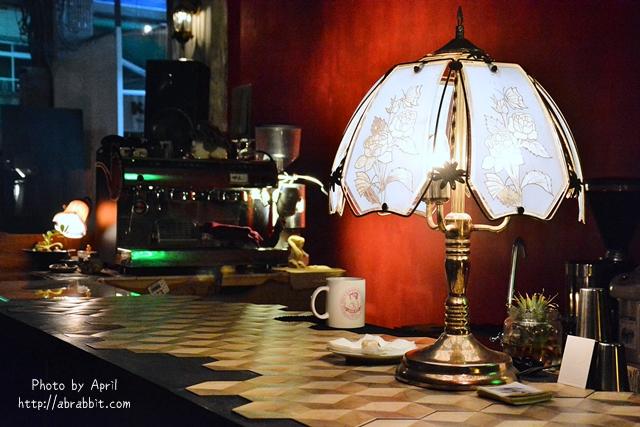32976999510 605cdf6599 o - [台中]洞穴The Cave--一個充滿藝術且自由般放氣息的神秘咖啡館兼酒吧@北區 五權路
